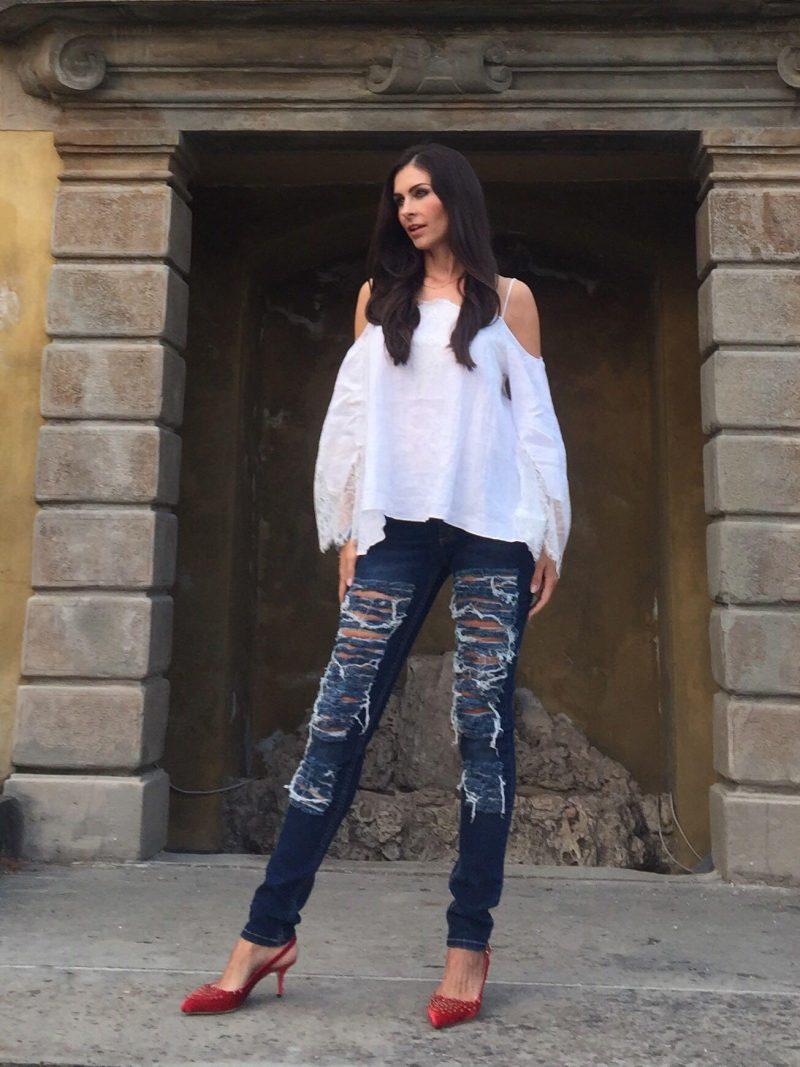 Off Shoulder Bluse von Zara zu Jeans von Bitchin Blue