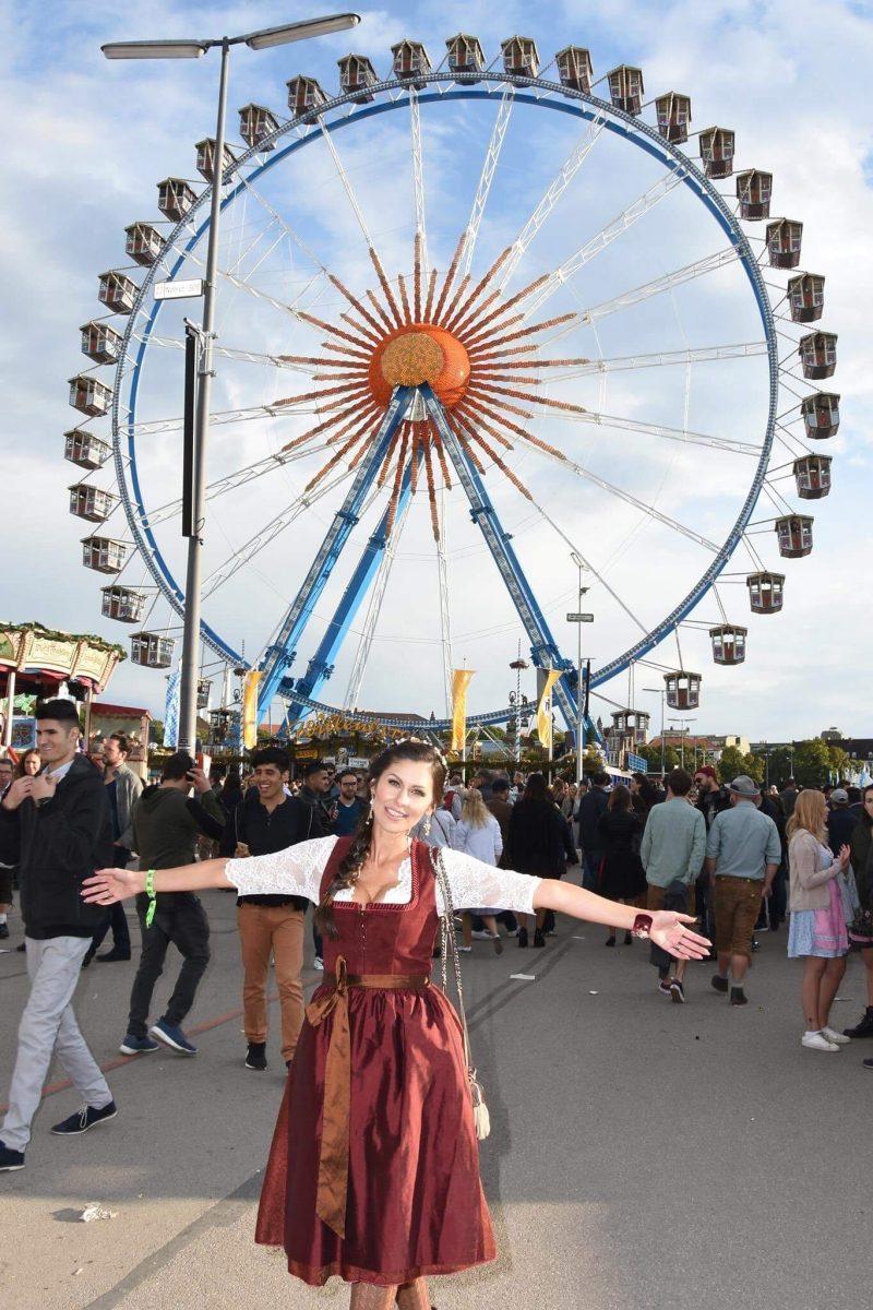 Jeanny glücklich auf der Wiesn (c) Petra Schönberger