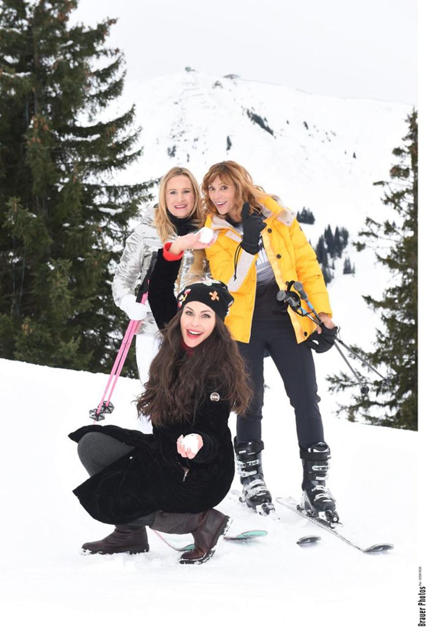 Designerin Ophelia Blaimer und Schauspielerin Carin C. Tietze mit mir im Schnee (Foto: BrauerPhotos / G. Nitschke)