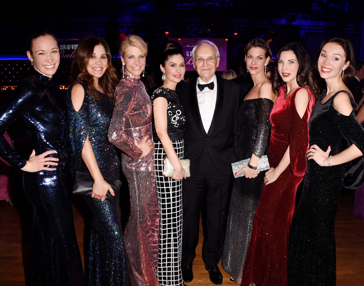 CSU-Ball v.l.n.r.: Christine Theiss, Karen Webb, Natascha Grün, Edmund Stoiber, Sarah Kronsbein, Alexandra Polzin, Anja Eisenreich (c) Petra Schönberger